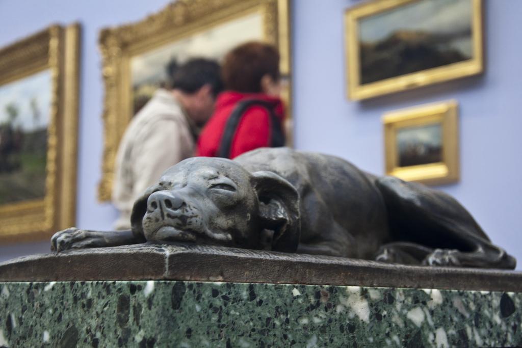 dog-sculpture-gallery media interview training glasgow.