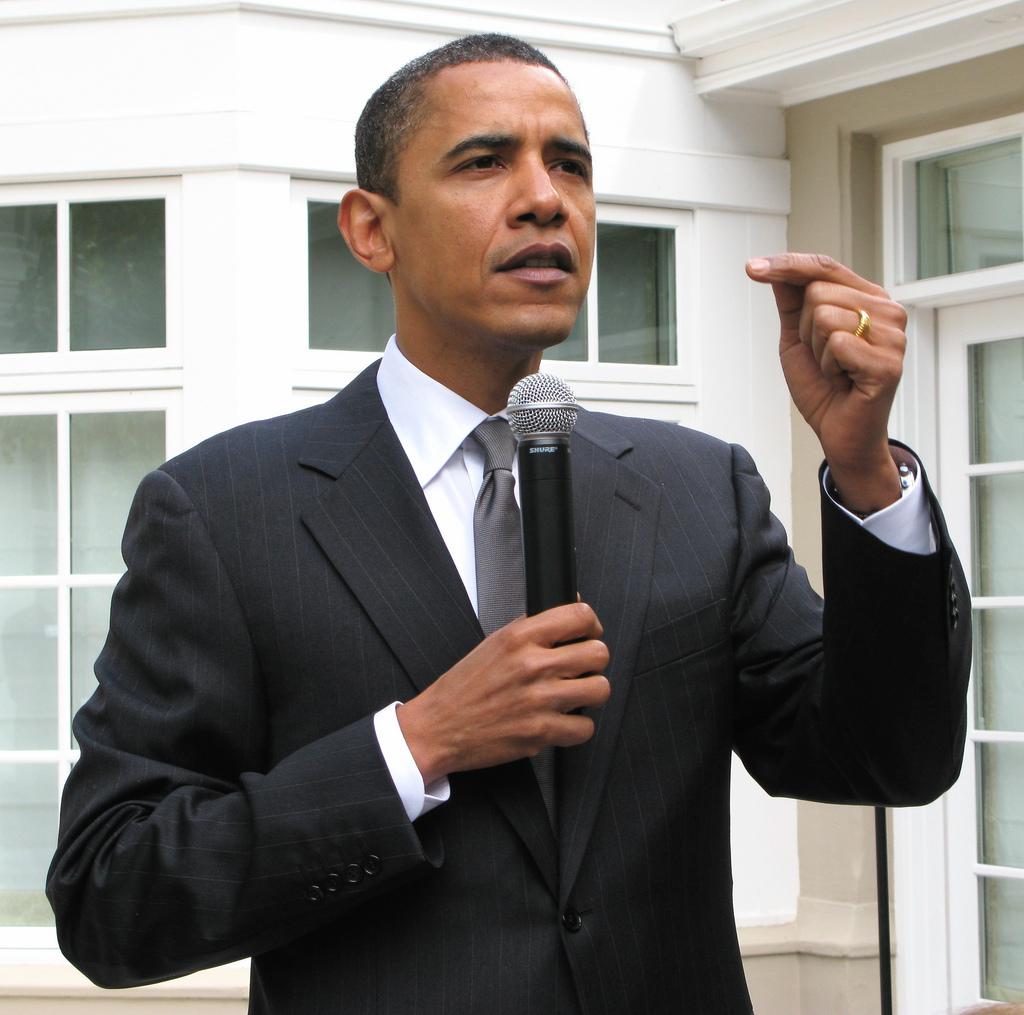 Body Language presentation skills courses scotland perfect posture Barack Obama.