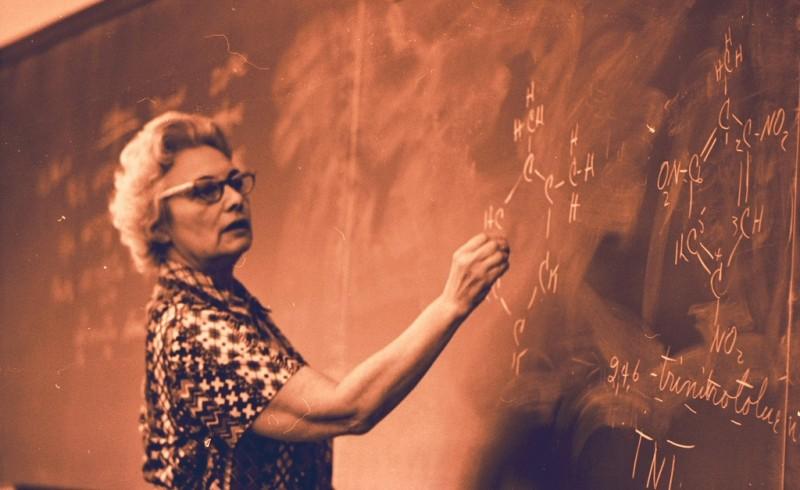 presentation scotland lady with blackboard.