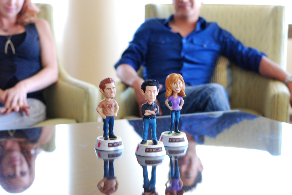 body language training nodding heads three figurines.