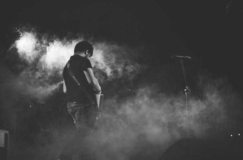 impromptu speech presentation training band guitarist on stage.