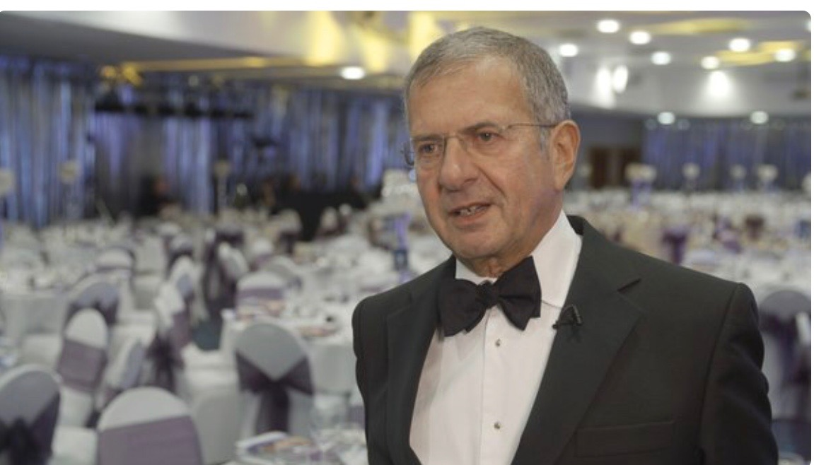 Gerald Ratner jokes in media interviews.